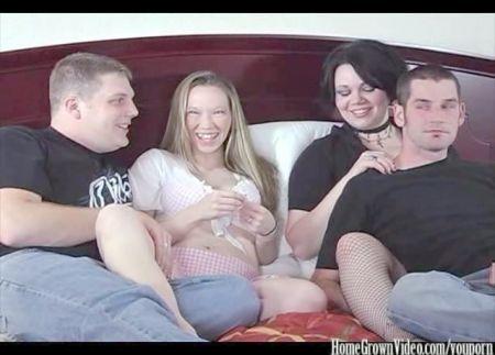 Holandesas De Bachillerato Masturbandose En La Webcam
