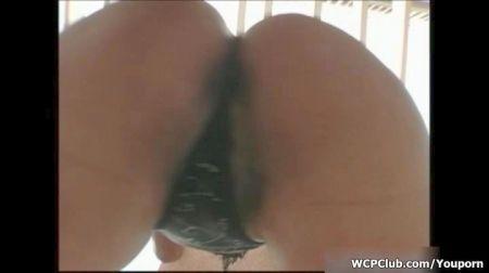 Mostrando Pierna En Panty Puesto Tacones