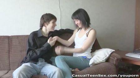Joven Cita Asiática Violada Por Vieja Lesbiana