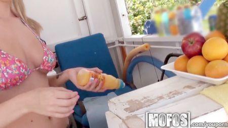 Abuela Morena En Mini