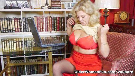 Mujeres Desnuda Haciendo Ejercicios