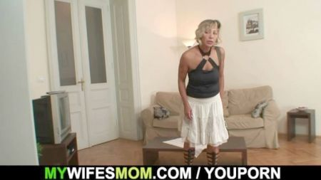 Mamás Jugando Luchas Con Sus Hijos Taboo
