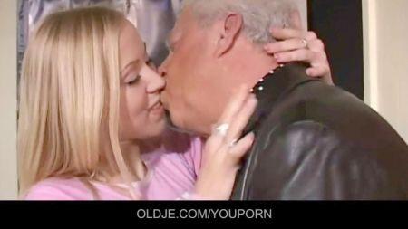 Compañera De Cuarto Lesbiana Le Chupa El Coño A Su Paciente Xxx Videos
