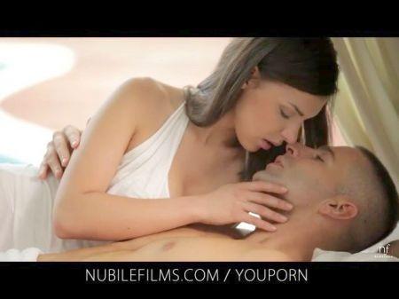 Cornudo Besando Mientras Esposa Coge