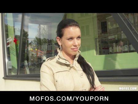 Se Folla A Una Prostituta En El Coche