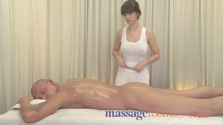 Mujer Poniendose Sus Pantyshose
