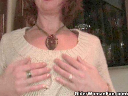 Mujer Se Masturba A Escondidas Con Vibrador