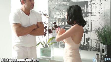 Padre Castiga A Su Hija Por Vestirse Como Puta Xxx