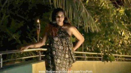 Kayle Hilton Follando Negro
