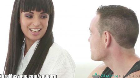 Mujer Comparte Dildo Doble Con Hombre