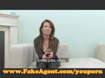 Joven Se Masturba Con Huevo Rosa Por Webcam