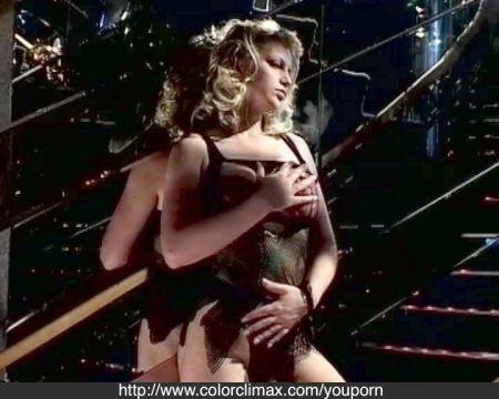 Mujer Cmina Por El Bosque Y Se Desnuda
