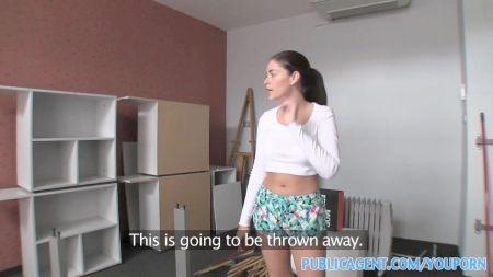 Pintar Cuerpo Desnudo De Una Mujer Comer Coño En La Bañera Video De Lesbiana