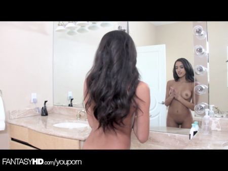Mujer Señorita Con El Birgo Desnuda Orinando Espatilada