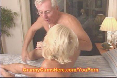 Maduras De70 Anos Masturbandoce