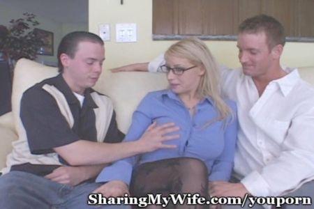 Mujer Abusando De Sumiso Sentada En La Cara