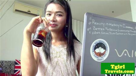 Mother Japonese Alcolica Folla Con Amigos De Su Hijo En Su Presencia