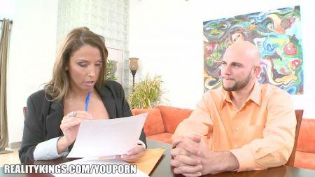 Mujer Chupa Polla Negra Delante De Su Marido