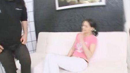 Video Español De Madrastra Joven Y Bella Enseñando A Su Hijo A Lamer Su Coño