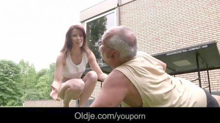 Abuela Lesbiana Come Coño A Jovencita