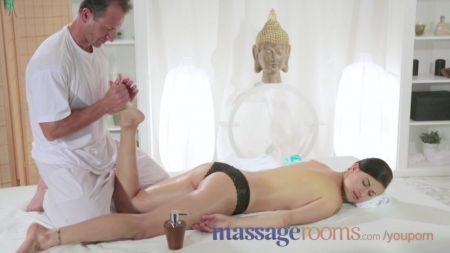 Esposa Madura Hace Turismo Sexual