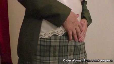 Mujeres En Calzones Y Blusas Mojadas