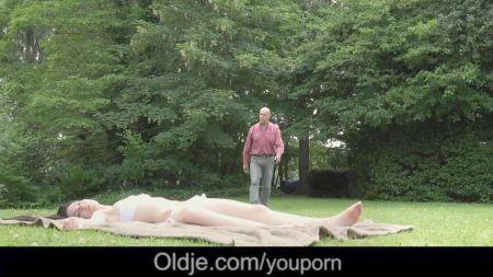 Angelina Castro Mostrando Su Clitoris