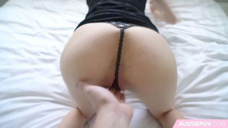 Sexy Milf Venditrice Di Case Caliente Minifalda