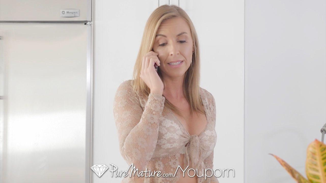 Madre Obliga A Follar A Su Hijo En La Escalera Video Porno