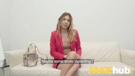 Se Masturba A Escondida De Su Madre