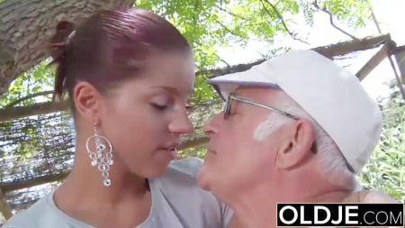 Una Rubia Sexy Con Culazo Despierta A Su Chico Con Sexo