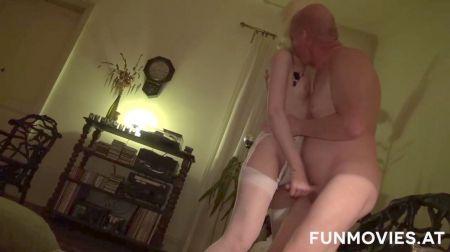 Videos Amas De Casa Desnudas Limpiando
