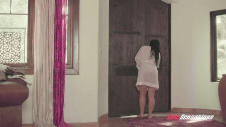 Videos Sexo Mujeres Fregandose Con La Almohada Multioegasmos
