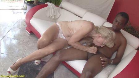 Chicas Desnudas Torciendo El Peson De Sus Tetas