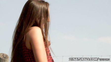 Chica No Tiene Edad Para Follar Por El Coño De 18 Años