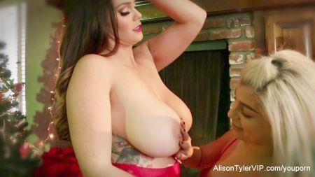 Chicas Con Pechos Grandes Desnudas Con Penes