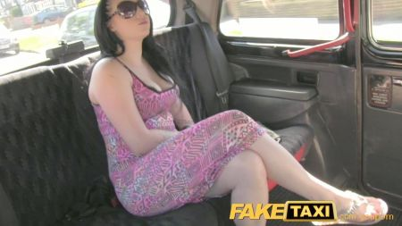 Valentina Nappi Mostrando Su Culo