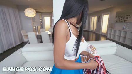 La Fantasía De Una Madre Es Cojer Con Su Hijo Un Video Real