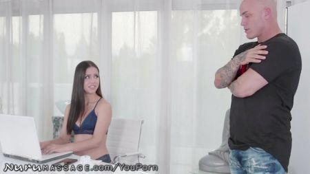 Chica Masturbandose Y Tiene Orgasmo Tembloroso