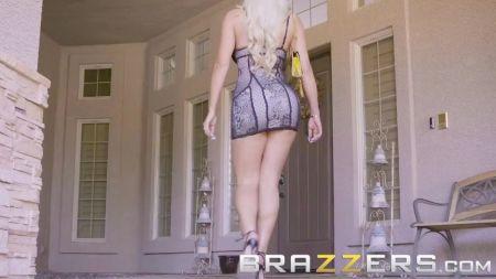 Mujer Se Desnuda Por Apuesta