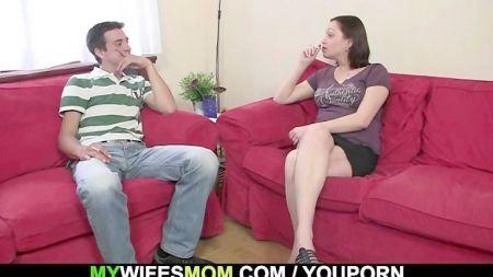 Ver Mujeres Lesviana Teniendo Sexo En El Sofa Con Pene Plastico